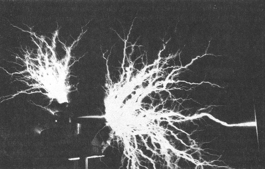 Lightning discharges from Jeffery Collette's Tesla coil