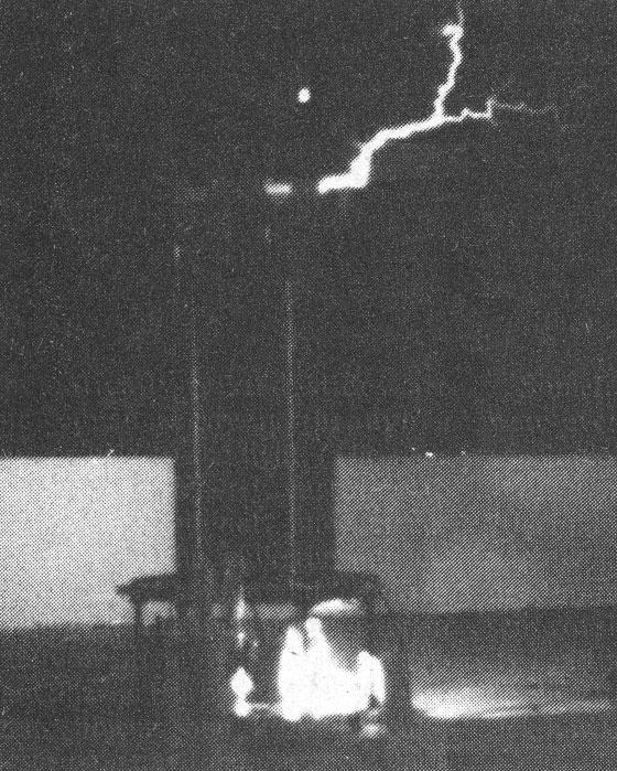 Jeffery Collette's large Tesla coil running in his backyard